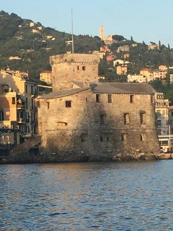 Incendio del Castello con la Processione Religiosa dei Crocifissi : Il Castello che viene incendiato