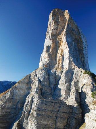 Isere, Frankrijk: Mont Aiguille, 7 ème merveille du Dauphiné. Venez faire l'ascension du mythique Mont Aiguille !