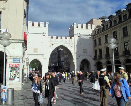 Karls Gate (Karlstor): Karls Gate on the way into Marienplatz