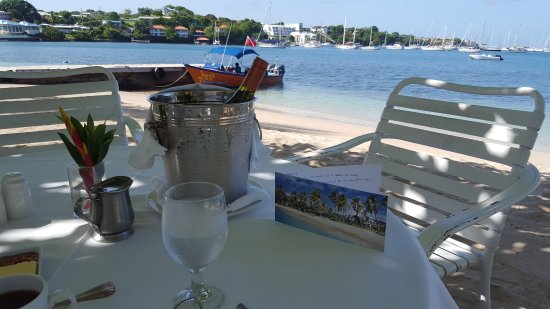 Calabash Luxury Boutique Hotel & Spa: Birthday Breakfast on the beach. Complimentary wine!