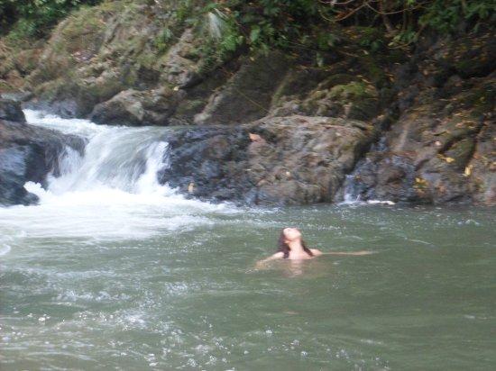Catarata Bijagual : una de las piscinas camino a la gran catarata