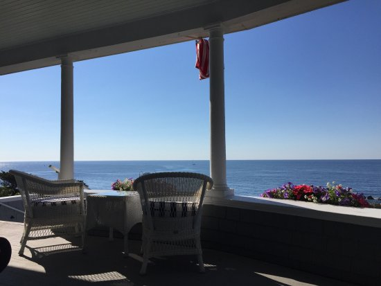 Cape Arundel Inn & Resort: Great views with great beverages!