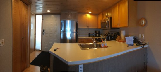 Bluefin Bay on Lake Superior: Well Equipped Kitchen Area