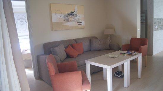 Gezellige woonkamer met TV - Picture of Apartments Ambassador ...