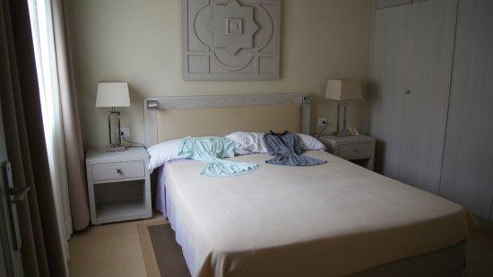 Royale slaapkamer ook een TV, handig als je niet kan slapen ...