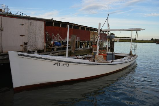 Ewell, MD: shanty and crab boat