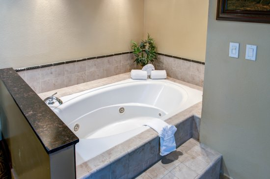 King Suite W Jacuzzi Picture Of Rodeway Inn San Diego Near Qualcomm Stadium San Diego Tripadvisor