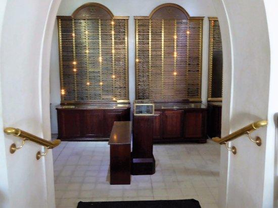 Beracha Veshalom Vegimulth Hasidim Synagogue: Weibel Museum