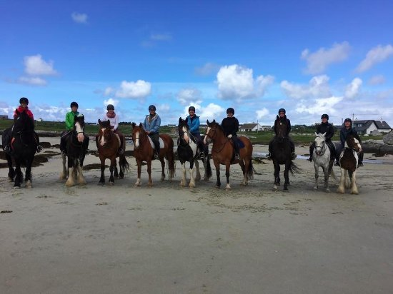 Cleggan Beach Riding Center - Horseback riding on the beach : Our group on the Omay Island ride