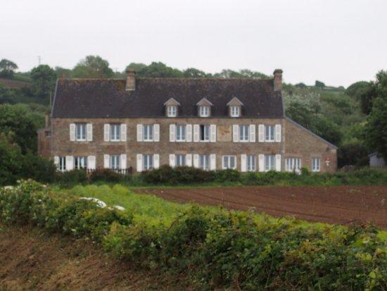 Hotel La Roche du Marais: Vu du chemin qui méne à la mer