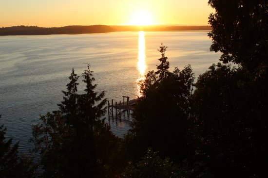 Sunset Marine Resort: The view from the deck