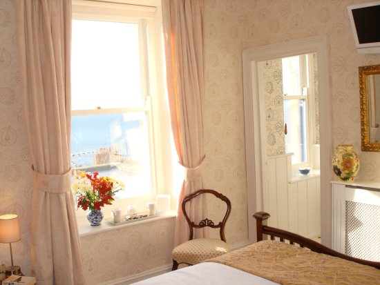 Seventyseven Bed and Breakfast : Double Bedroom