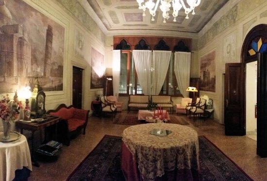 Locanda San Barnaba: The salon