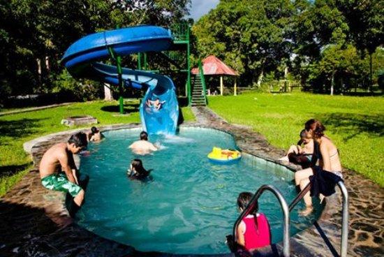 Piscina para ni os con tobog n de agua fotograf a de madera verde tourist hotel tingo maria - Hotel piscina toboganes para ninos ...