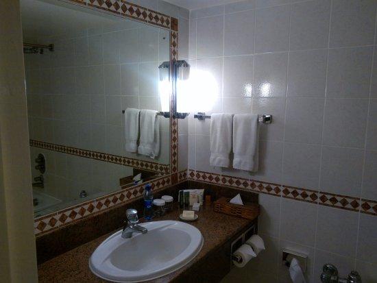 Hilton Nairobi: Hotel bathroom