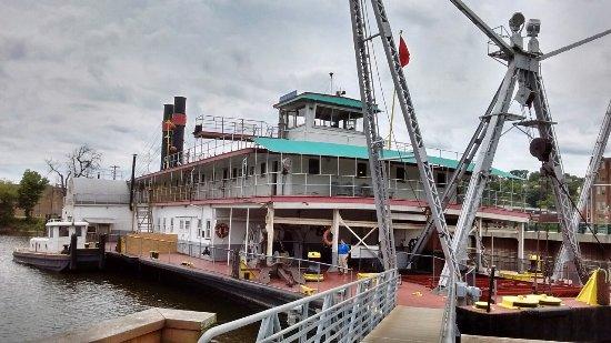 Dubuque, IA: National Mississippi River Museum & Aquarium