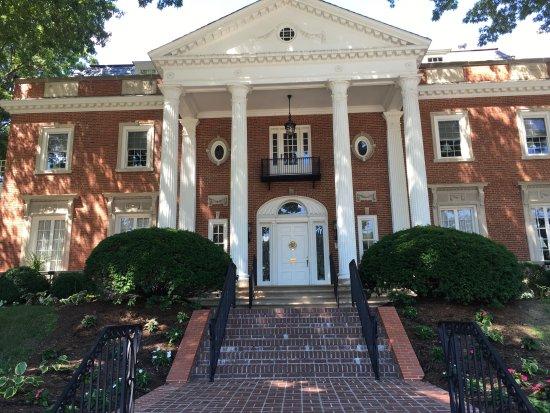 Charleston, Virginia Occidental: Governor's Mansion Next Door