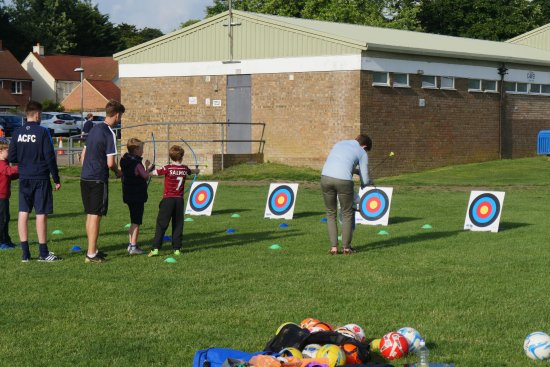 Aston Clinton, UK: Archery on the field