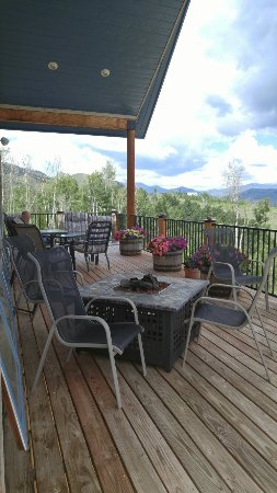 Long Valley Junction, UT: Wonderful place to stay in home handcrafted by hosts and filled with many interesting items! Tom