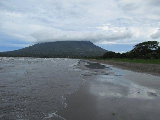Moyogalpa, Nicaragua: Maderas volcano, beach