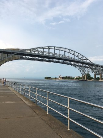 Blue Water Bridge照片