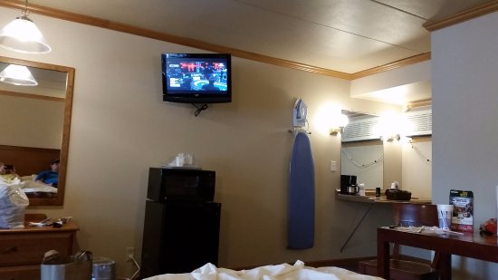 Ambers Hideaway: Tv...way to small for room