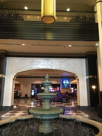 Mountaineer Casino Racetrack & Resort: Grand Entrance