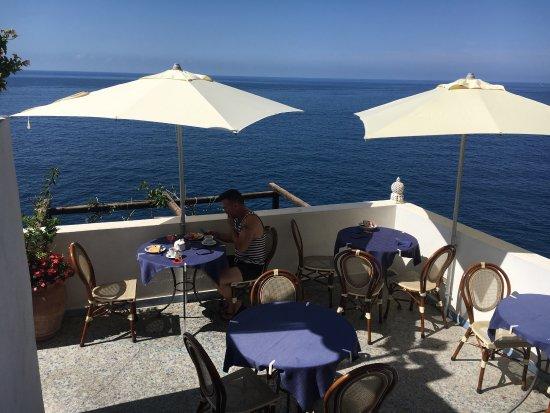 لوكانده ديل فيوردو: romantic location, awesome views, friendly staff and great food! not a 5 star but great value fo