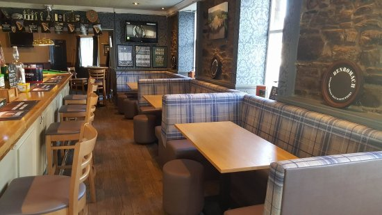 The Black Watch Bar and Croft Restaurant: Newly decorated bar area