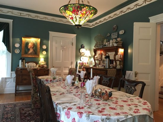 A B&B at The Edward Harris House Inn & Cottages: Some pictures of the beautiful Edward Harris Bed and Breakfast in Rochester, NY