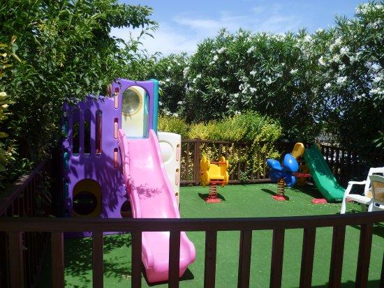 Karteros, กรีซ: детская площадка