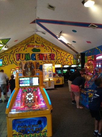 Columbia City, IN: The Fun Center at Paige's Crossing