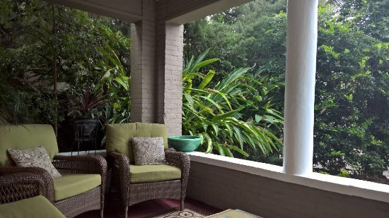 Inn On Charlotte: The front porch!  Great for Coffee in the morning or wine/beer in the evening!