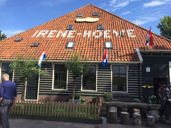 Katwoude, هولندا: Irene Hoeve Clogs and Cheese Shop
