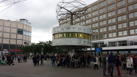 ff081b4b02a Weltzeituhr. Weltzeituhr  Relógio mundial mostrando algumas cidades  brasileiras