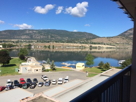 Penticton Lakeside Resort Convention Centre & Casino: Partial lakeview.