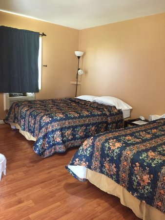 Streator, IL: Double bed Room
