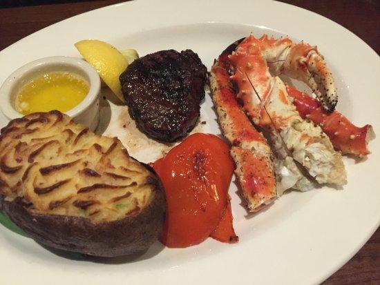 Prince George, كندا: Steak w/ Alaskan Crab