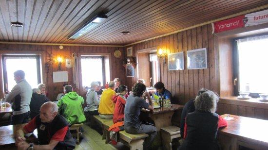 Rifugio Città di Busto: Interno ristorazione Rifugio