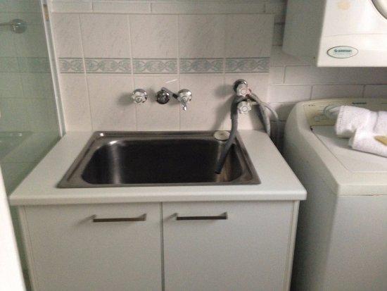 En el cuarto de baño lavadora y secadora sin uso de monedas ...