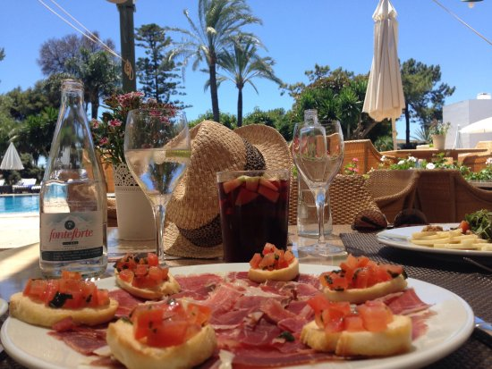 Los Monteros Spa & Golf Resort GL: Lunch by the hotel pool