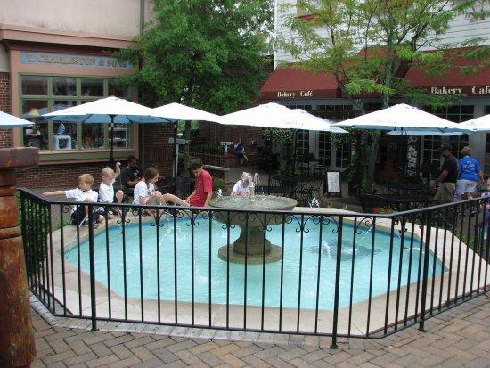 Branson, MO: Fountain Fun