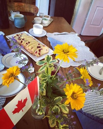 Milford, Kanada: Breakfast and Dining, homemade cranberry loaf