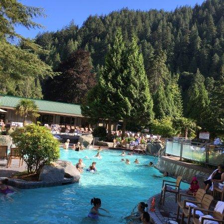 Harrison Hot Springs Resort & Spa: 网上几月内都訂不到,打電話到酒店,听說這是哈里森唯一帶溫泉的酒店,馬上訂到第二天周六晚的,很開心,溫泉泡几小時皮肤也不干燥,而且還很潤滑。五人房才二百七,兩張雙人床加一活動床。酒店還可帶狗入住