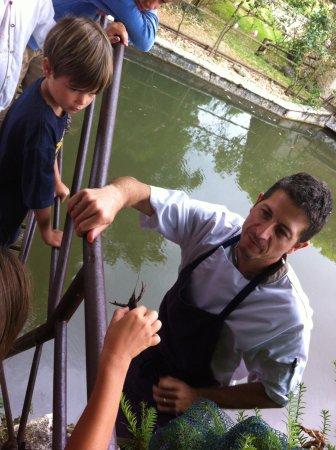 Saint-Maigrin, France: Pêche des écrevisses !
