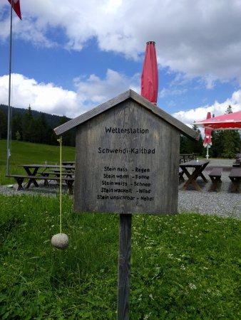 Stalden, سويسرا: Wetterstation beim Restaurant