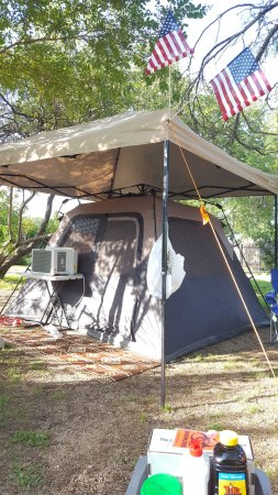 Jellystone Park Texas Wine Country Camping Resort : Glamping at a garden tent site