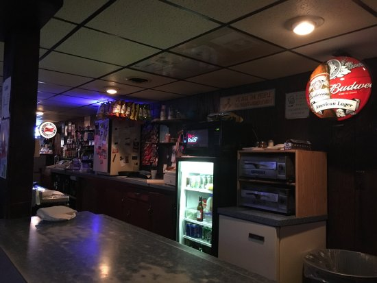 Marshalltown, IA: Tom's Cue and Brew