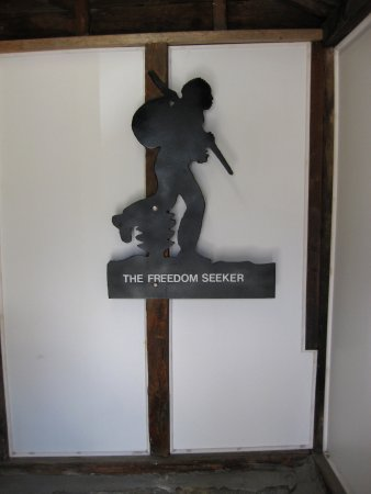 St. Catharines, Kanada: This is at the entrance to the lower level where a historical room has been set up to describe t