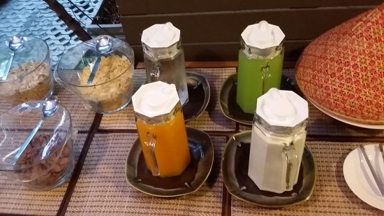 Lilu Hotel: Juices and cereals